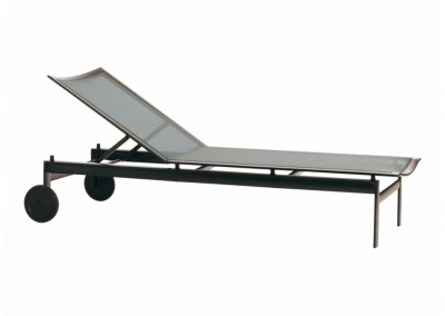 adjustable-chaise-with-wheels